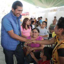 Alejandro López Jarquín trabaja por el bienestar y desarrollo de las familias de Xoxocotlán