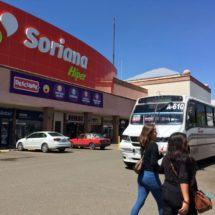 Paralizan normalistas comercios en plazas de Oaxaca