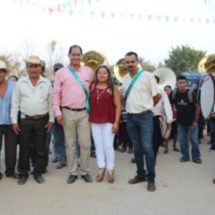 En Santiago Sochiapan seguimos cumpliendo compromisos: Jacobo Villa Piedra