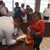 Entrega Fernando Bautista Dávila más apoyos económicos a estudiantes