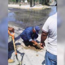 Repara SAP fuga de agua que afectó a vecinos
