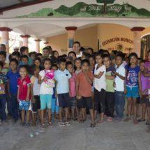 Continúa  Leslie Zavaleta visitando comunidades de la costa