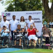 Entrega DIF 145 andadores, sillas de ruedas, muletas y bastones a personas vulnerables