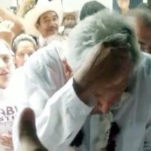 Agreden a AMLO en Huatusco