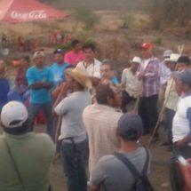 Bloquean accesos a Tolosita, exigen respeto a sus derechos políticos