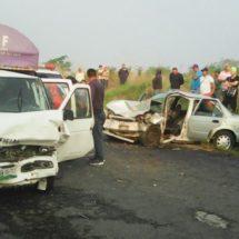 Choca camioneta del DIF; 6 heridos