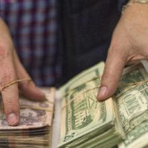 Las remesas que envían los mexicanos alcanzan su récord en nueve años (y en parte se explica por el miedo a Trump)