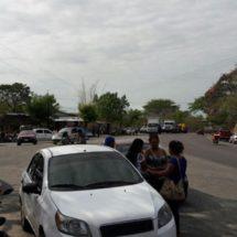 En la Costa maestros se movilizan y bloquean la carretera Pinotepa-Acapulco