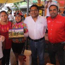 Se fortalecen economías comunitarias con Feria Regional de la Pitaya