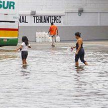 Lluvia trastorna el Istmo; suspenden clases