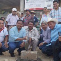 Bautista Dávila pone la primera piedra para Agencia Municipal de San Bartolo