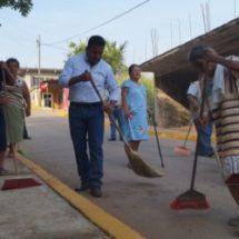 Gobierno Municipal realiza Tequio en colonia Martha Luz