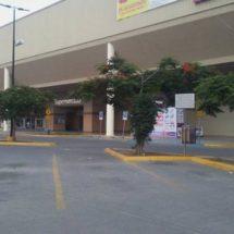 Mantienen empleados paro de labores en tiendas Wal-Mart en Oaxaca