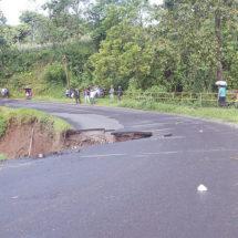 Se 'traga' la lluvia tramo carretero