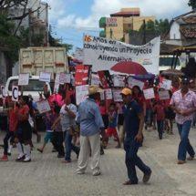 Unión Cívica Democrática de Barrios, Colonias y Comunidades protestan en Pinotepa Nacional