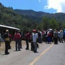 Siguen bloqueos en carreteras de Ayutla Mixe