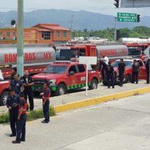 Impiden ingreso a bomberos en Salina Cruz y regresan a Cdmx