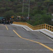 Cierran paso total en puente de Tequisistlán, Oaxaca