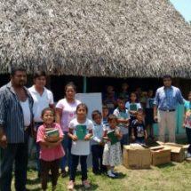 Paquetes de libros son entregados a escuelas y comunidades  por el Club Rotario Tuxtepec