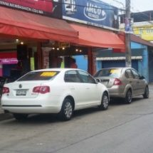 Venta de vehículos en la vía pública no está reglamentado: Dirección de comercio