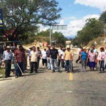 Bloqueo en la Cieneguilla Miahuatlán; exigen participaciones municipales