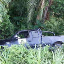 Camioneta se sale de la carretera en Tres Valles