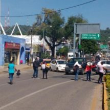 Cierran crucero frente al ADO, normalistas de Oaxaca