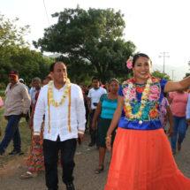Reconocen labor de Yesenia Nolasco en Santo Domingo Tehuantepec