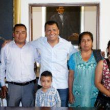 Consideran mujeres de Coatecas Altas aliado de sus causas al Diputado Samuel Gurrión Matías