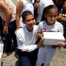 Entrega diputado Fernando Huerta 2000 pares de zapatos a niños de nivel escolar que resultaron beneficiados