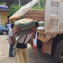 Entrega Ayuntamiento cinco toneladas más de cemento para Agencia de San Bartolo