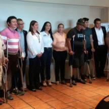 Acompañados por María Luisa Vallejo García… PADRES DE FAMILIA Y ESTUDIANTE DE TUXTEPEC RECIBEN AVANZADAS PRÓTESIS DE PIERNA:  DIF