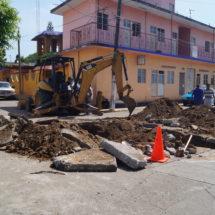 """Inician reparación del socavón de """"Allende"""" y Muro Bulevar"""