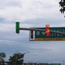 Empresa va retrasada  con la instalación de semáforos: regidor  Julián Cruz Olivera