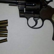 POLICÍAS ESTATALES DETIENEN A UN SUJETO ARMADO EN ATZOMPA LUEGO DE UNA DENUNCIA ANÓNIMA