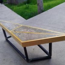 Estudiantes elaboran muebles con madera, escombro y PET