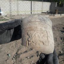 Albañil descubre osamentas y vasijas prehispánicas en Hidalgo