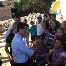 Promete Peña Nieto no abandonar a damnificados por sismo