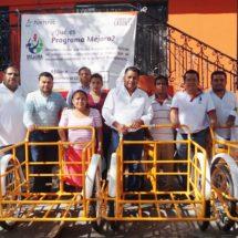 Favorece  Dávila con triciclos a cuatro personas de escasos recursos