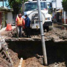Obras públicas trabaja en socavón de la calle Arista