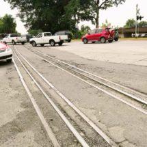 'Brota' la mala calidad de obra en cruce de vía