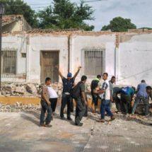 Migrantes detienen su camino hacia EEUU para ayudar a afectados por terremoto en Oaxaca, México