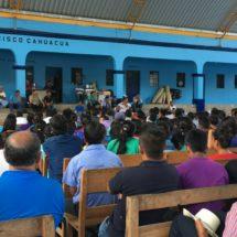 Atestigua Adriana Atristain Asamblea Comunal en San Francisco Cahuacua