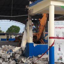 Dan inicio a la demolición de aulas de la escuela  Roberto Colorado