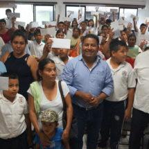 Entrega Dávila 55 apoyos económicos a estudiantes tuxtepecanos
