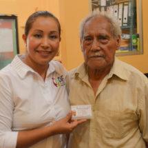DIF e INAPAM de Tuxtepec… Distribuyen 6 mil credenciales  a adultos mayores de la región