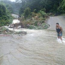 Más de cuatrocientas familias damnificadas en Jacatepec por inundaciones