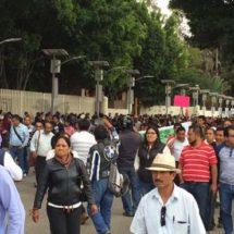 Marchan estudiantes y maestros en memoria de caídos en el 68