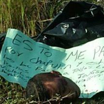 Encuentran en la autopista Tinajas a una persona hecha pedazos y con una cartulina