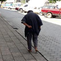 Vecinos de la colonia centro se quejan de los indigentes